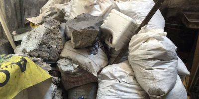 La policía encontró varios sacos de cascajo en la vivienda Foto:Twitter @PGJDF_CDMX
