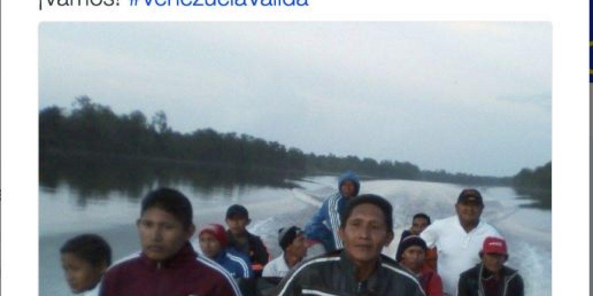 Venezuela: Viajan hasta 10 horas para revocar a Nicolás Maduro