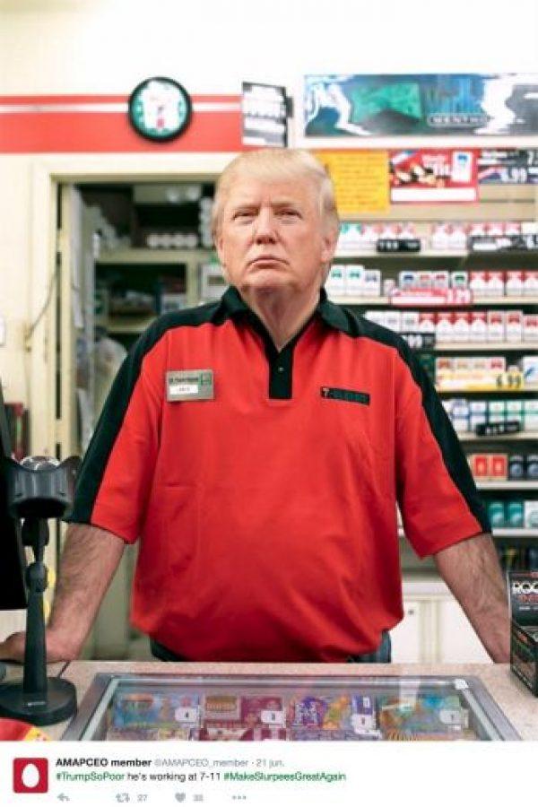 """""""Es tan pobre que está trabajando en un 7-11"""" Foto:Twitter.com"""