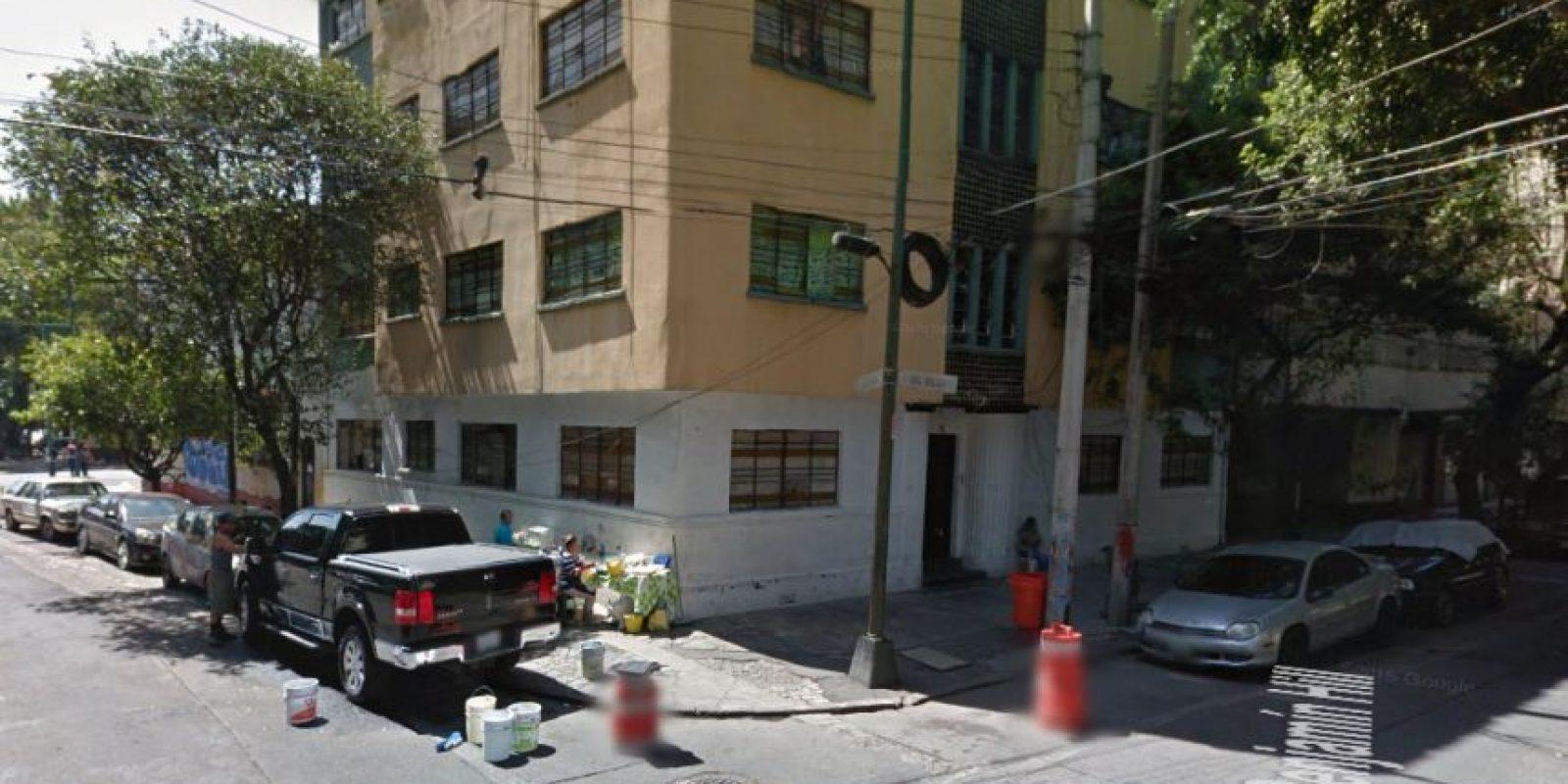 En su exterior se pueden ver autos y camionetas de lujo. Febrero 2016 Foto:Google Maps