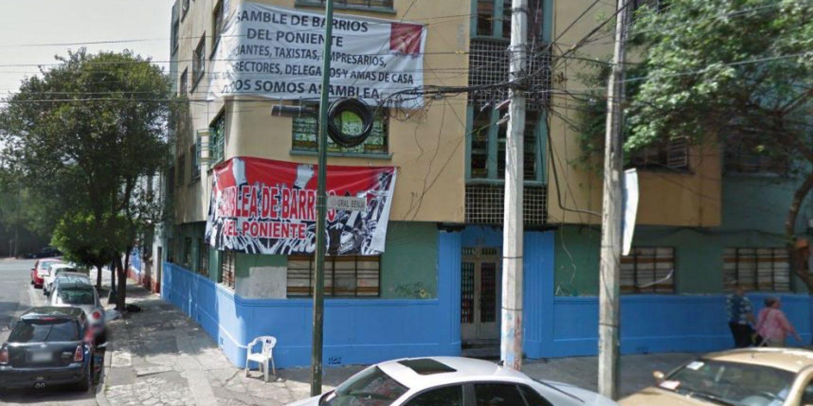 Leyendas de la Asamblea de Barrios presiden la fachada.Marzo 2014 Foto:Google Maps