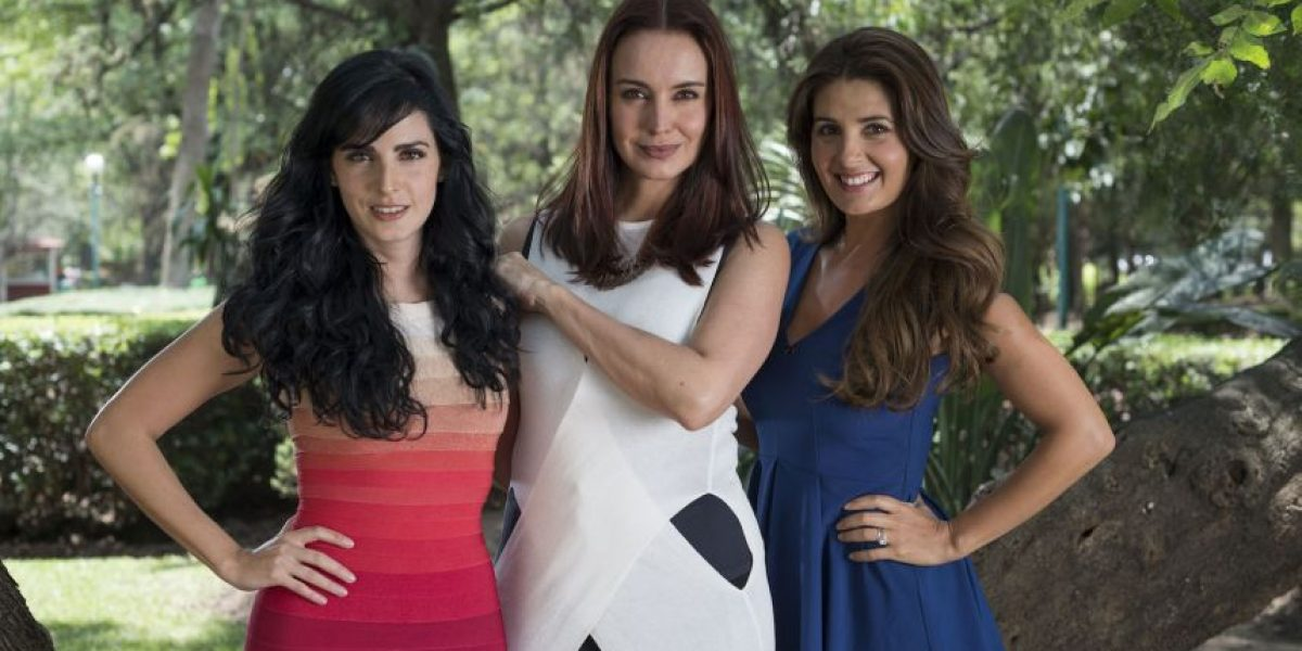 Alejandra Barros, Mayrín Villanueva y Ximena Herrera son