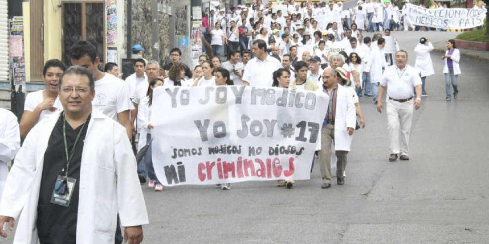 En 2014 se creó el movimiento en apoyo a 16 médicos contra quienes un juez en Jalisco libró órdenes de aprehensión por la muerte de un menor en 2009 Foto:Cuartoscuro | Archivo
