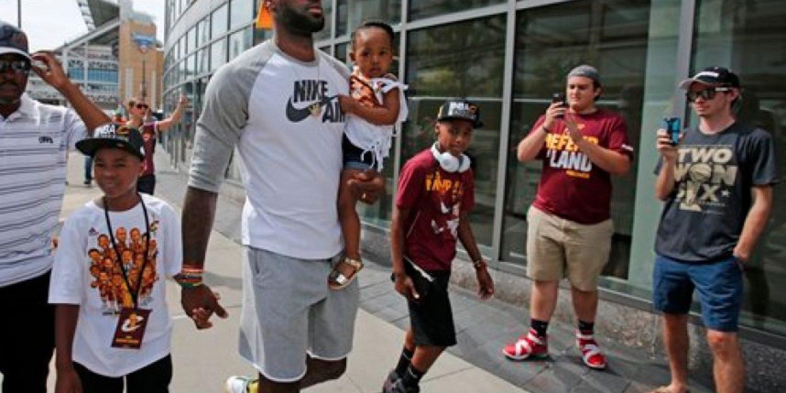 Cleveland se entrega a los Cavs en los festejos por el título de la NBA
