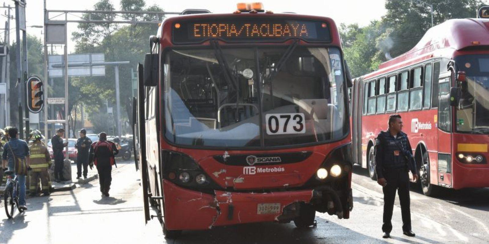 Varios accidentes de metrobús ocurren porque los automovilistas no respetan el carril desigando Foto:cuartoscuro/archivo