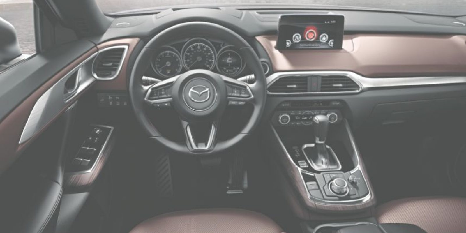 Asientos en piel y calefactados, display multifunciones en el cristal, sietepasajeros, climatizador delantero y trasero y conectividad con teléfonosinteligentes Foto:Mazda
