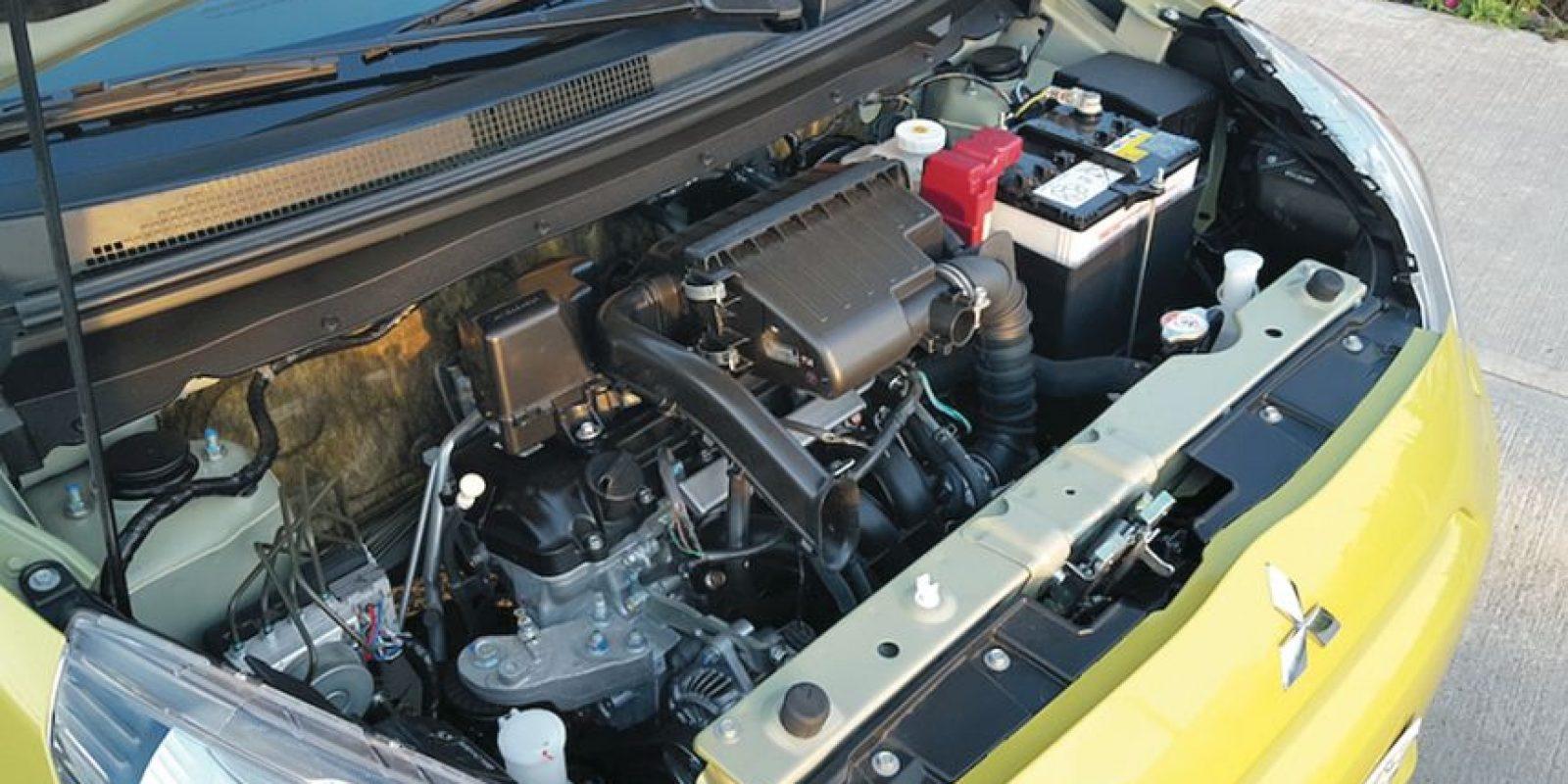 El motor de tres cilíndros 1.2 litros del Mirage es su as bajo la manga. Foto: Mario Rossi