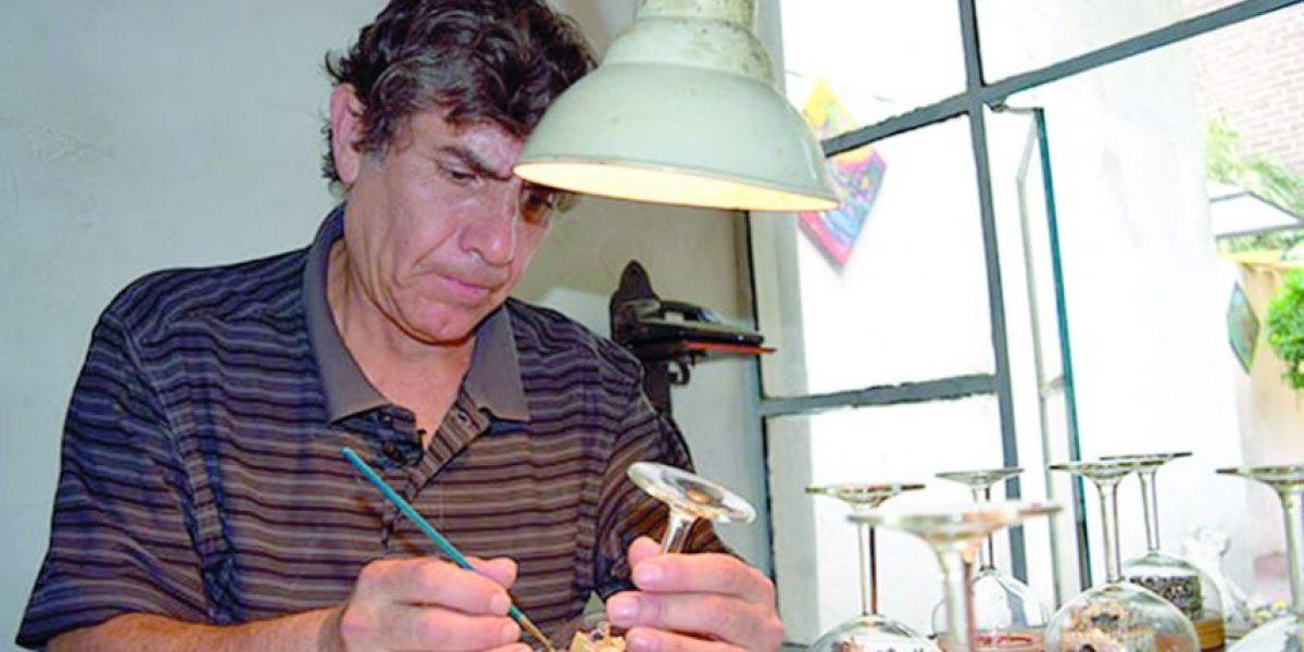 Mundo miniatura: arte en la punta de un palillo