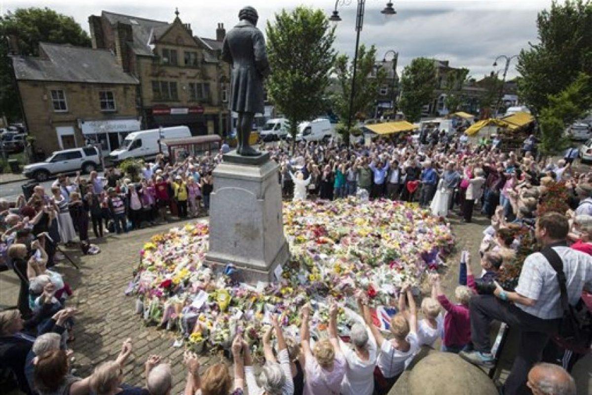 Miles de personas despidieron a Jo Cox, la política asesinada días antes de las votaciones Foto:AP