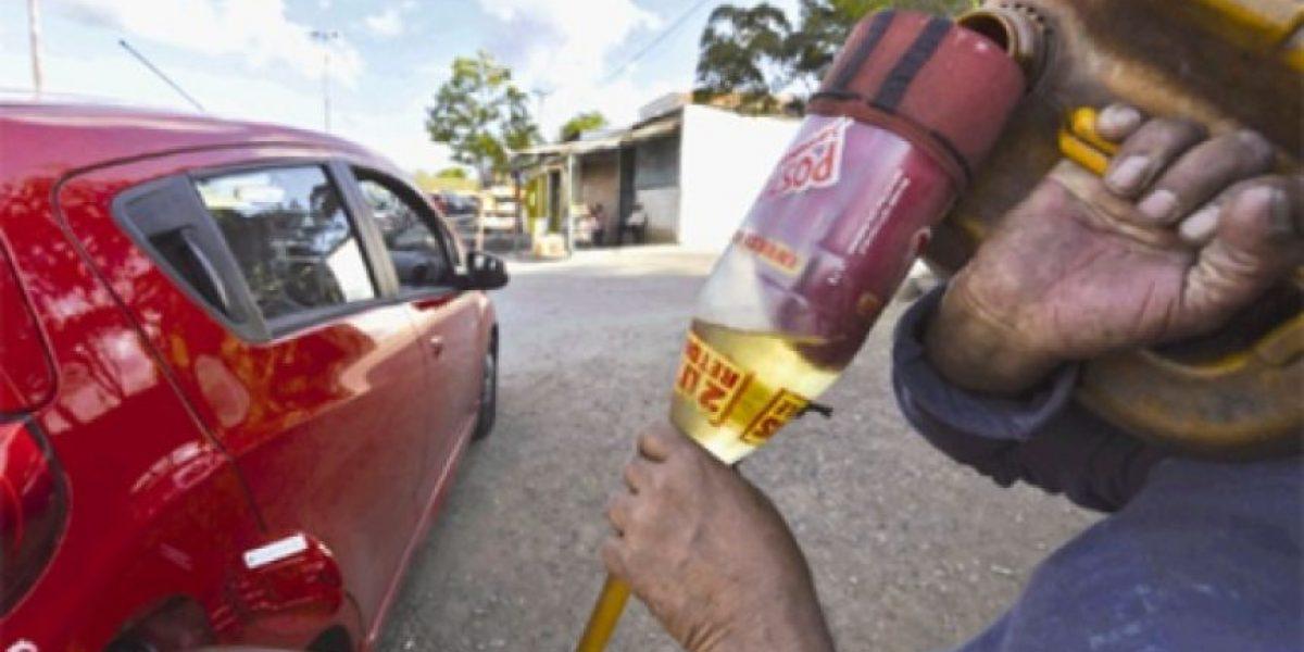 Desabasto de gasolina y efectivo en cajeros por bloqueos en Huatulco