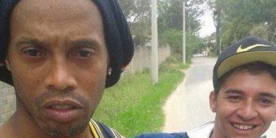 Ronaldinho después de chocar su automovil