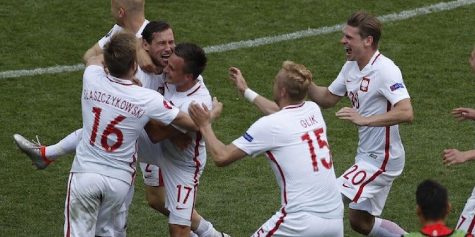 Polonia es el primer clasificado a los cuartos de final de la UEFA Euro 2016. Foto:AP