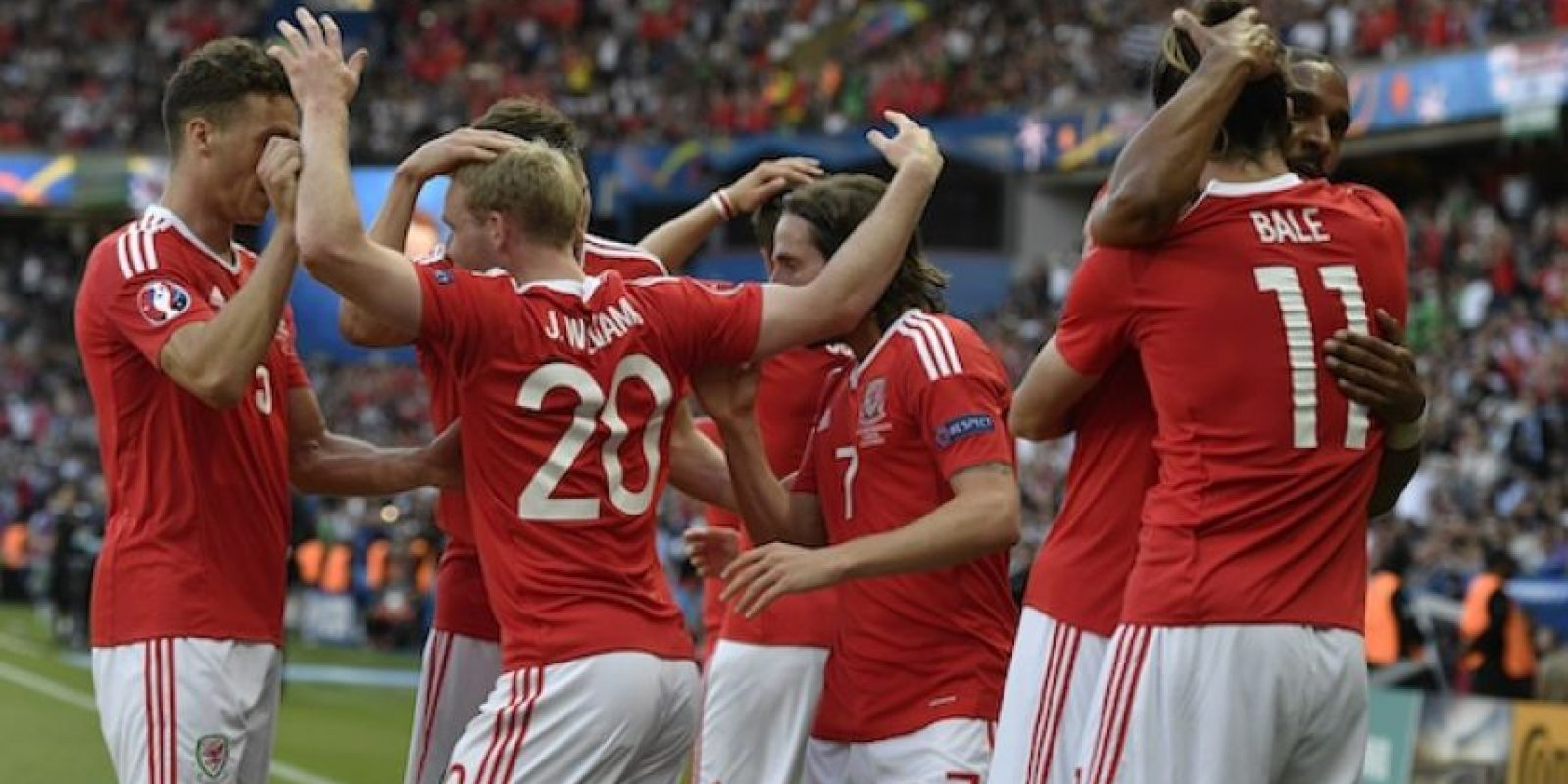Gales avanzó a cuartos en la Euro por primera vez en su historia. Foto:AP