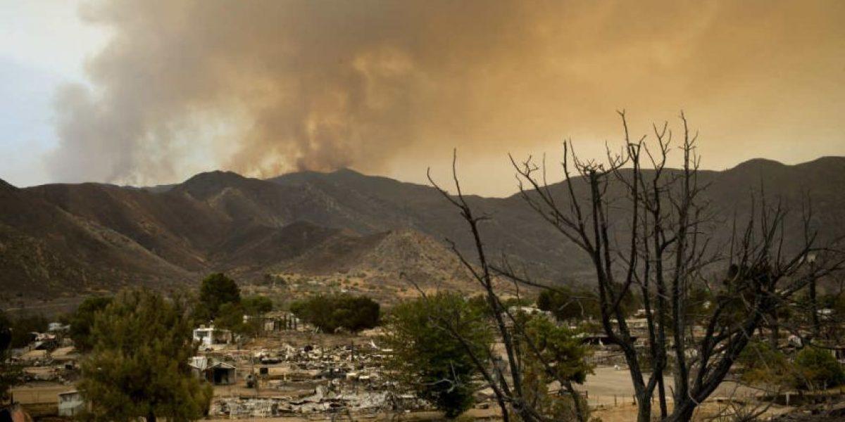 Dos muertos y 2,000 evacuados por incendio en California