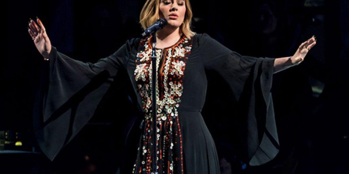 Adele le eructó a una fan en la cara durante su concierto