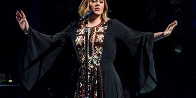 Adele en el escenario de la pirámide en Glastonbury Foto:Gettyimages