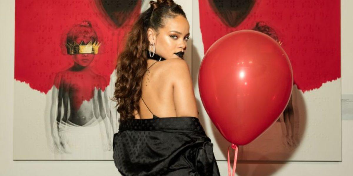Rihanna se sube a la tripulación de