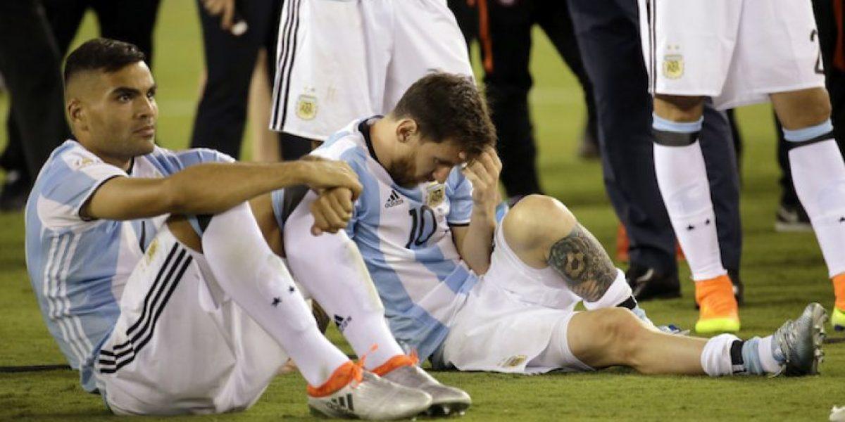 Messi llora desconsolado por la derrota de Argentina