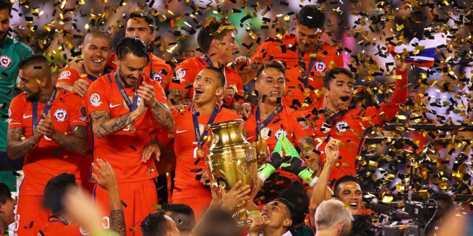 Eduardo Vargas se lució con sus seis goles para ser el máximo anotador del torneo Foto:Getty Images