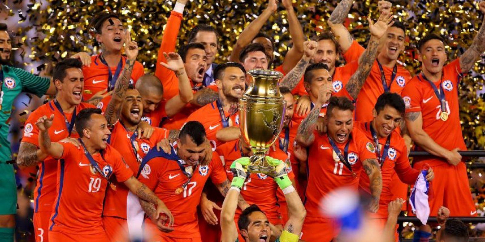 Claudio Bravo, el capitán, fue elegido el mejor portero del torneo Foto:Getty Images
