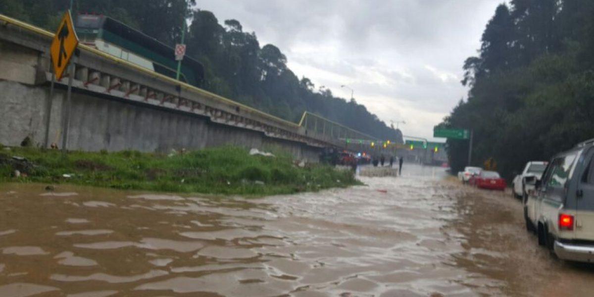 Cierran tramo de la México-Toluca por inundación