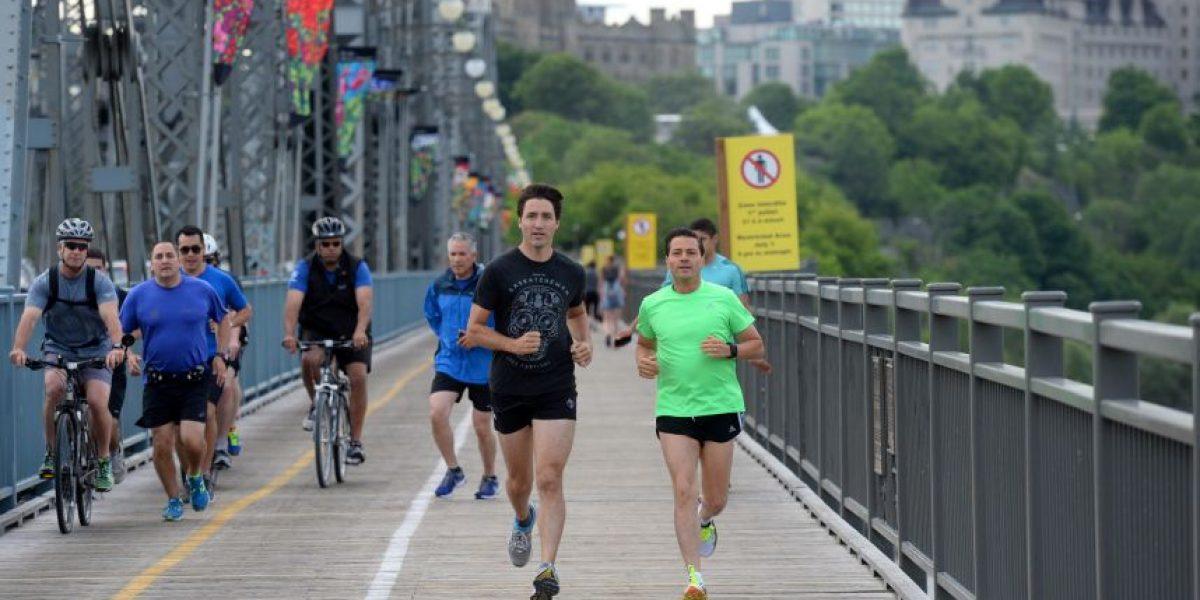 Peña Nieto corre en short junto a Trudeau en Canadá