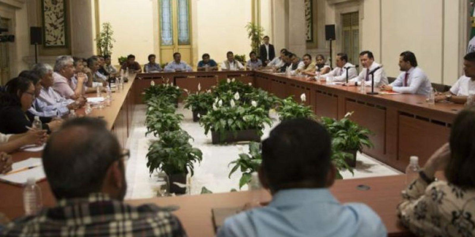 La reunión del pasado miércoles concluyó son el sólo acuerdo de que se elaboraría una agenda para tratar cada tema a detalle Foto:Cuartoscuro