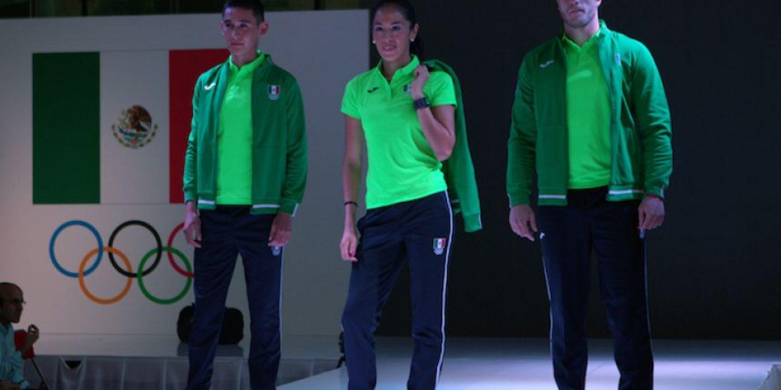 ... Así serán los uniformes de México para los Juegos Olímpicos Foto   Mexsport ... 73f9068527ca5