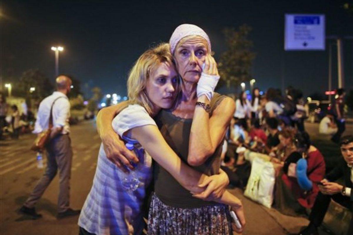 Diversas personas buscaban a sus seres queridos entre los heridos Foto:ap