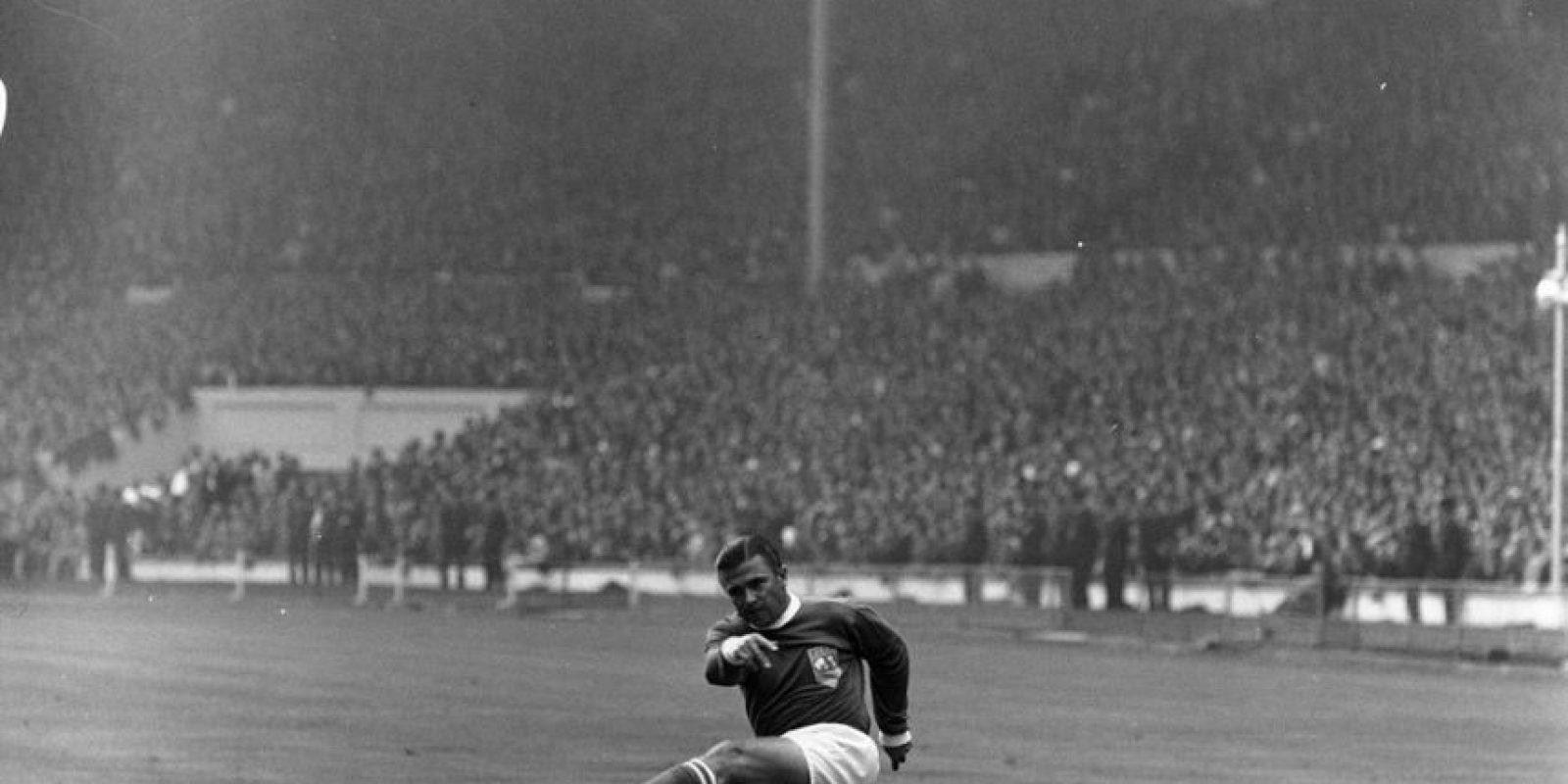 Uno de los delanteros más letales que ha tenido el fútbol es Ferenc Puskas y no por nada el premio de la FIFA al mejor gol de la temporada lleva su nombre. En Real Madrid formó una dupla temible con Alfredo Di Stefano y se cansaron de ganar títulos, algo que no pudo repetir por su selección. Con Hungría, pese a marcar 84 goles en 85 partidos, jugó el Mundial de 1954 y perdió la final ante Alemania. Luego, para el Mundial de 1962, cambió su nacionalidad y jugó por España, pero perdió en la fase de grupos. Foto:Getty Images