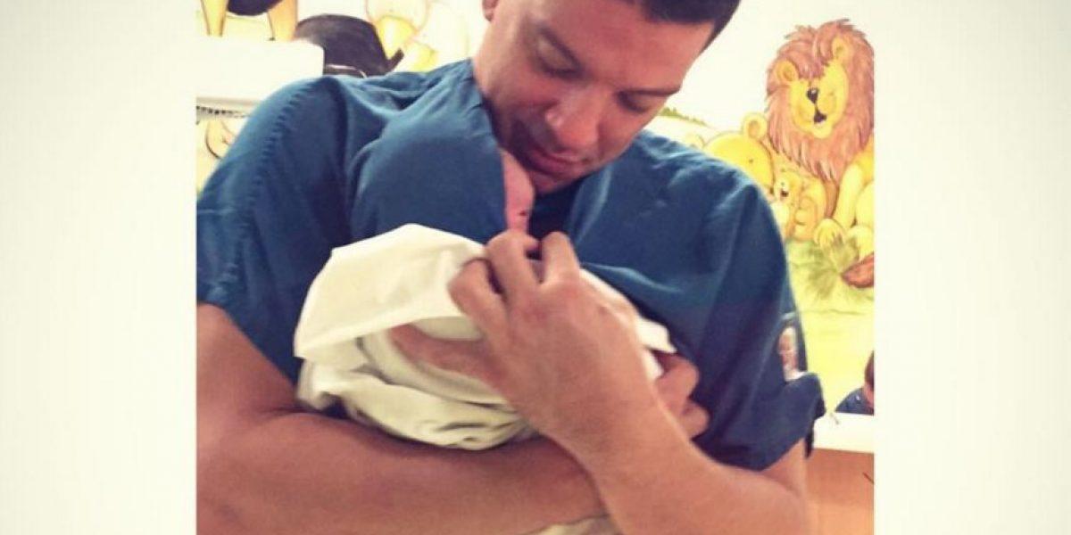 Yahir sorprende con imagen de su nuevo hijo