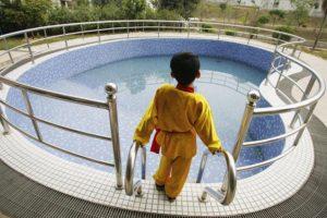 4. Utilizar chaleco salvavidas o flotadores mientras se aprende a nadar. Foto:Getty Images