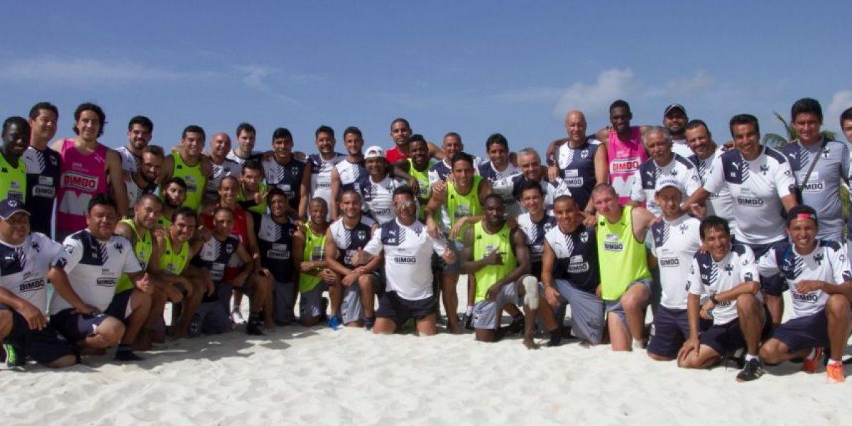 Se toma Rayados foto grupal, al final de pretemporada en la playa