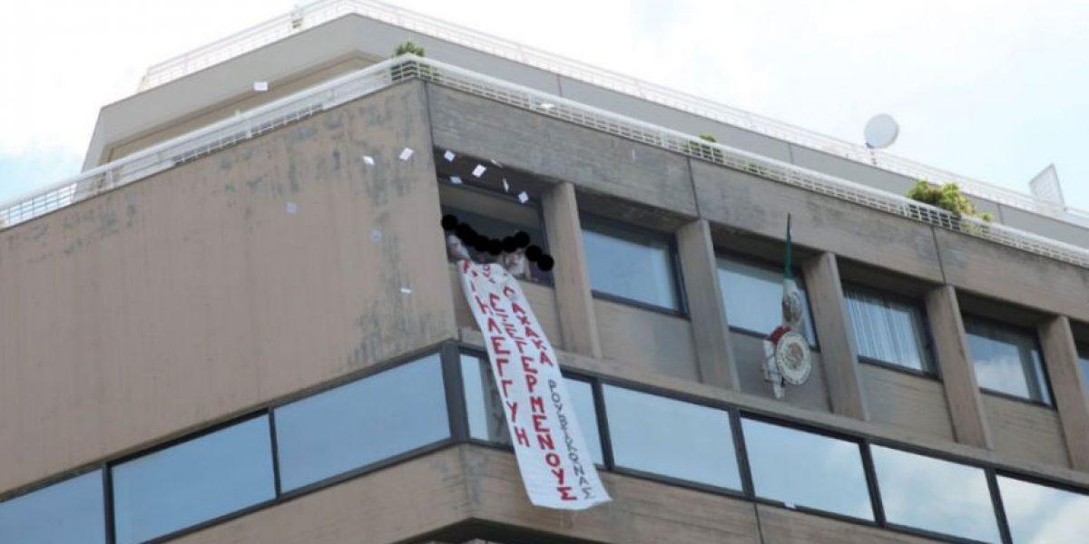Anarquistas irrumpen en embajada de México en Atenas