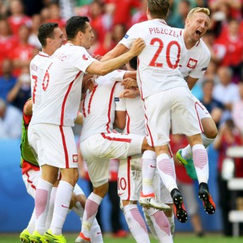 Los polacos partieron ganando, pero un golazo de Xherdan Shaqiri obligó a definir todo en alargue y ahí tampoco se sacaron ventajas. Foto:Getty Images