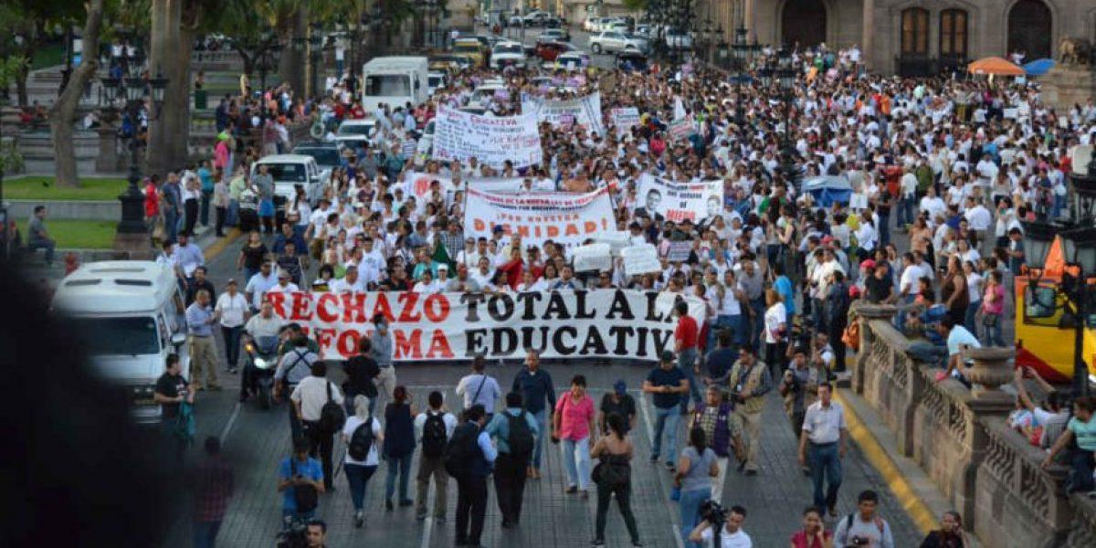 FOTOS: miles de maestros protestan contra reforma educativa en Monterrey
