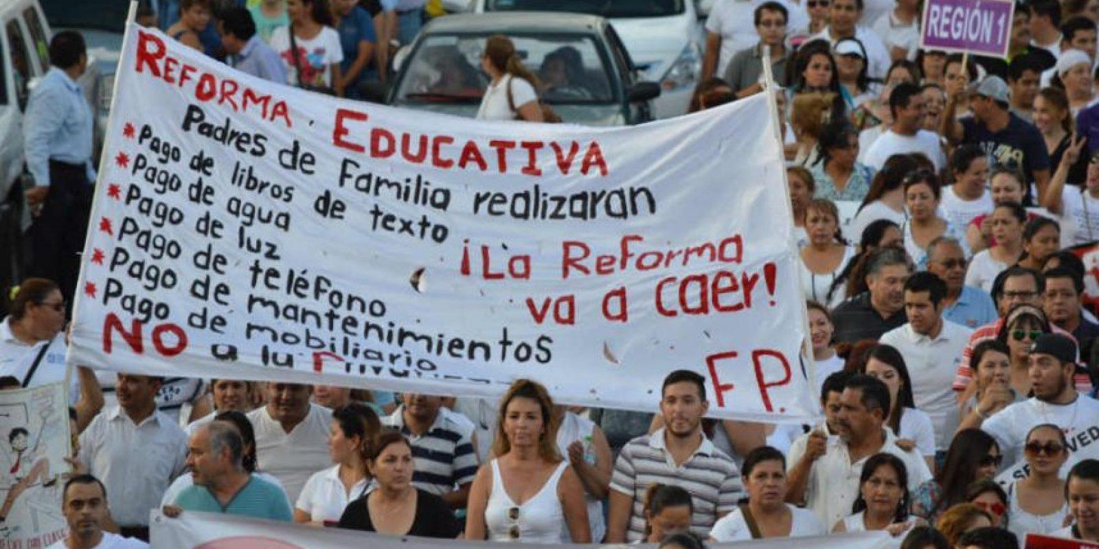 Alrededor de 25 mil maestros participaron en la marcha Foto:Victor Badillo