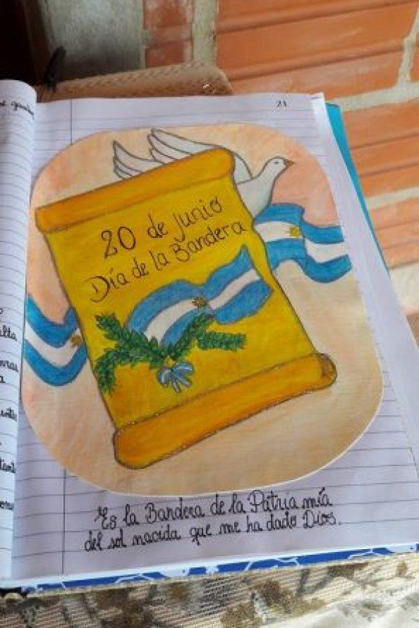 La imagen fue captada el Día de la Bandera, pero recién se comenzó a hacer viral Foto:Facebook.com/Escuela-N-948