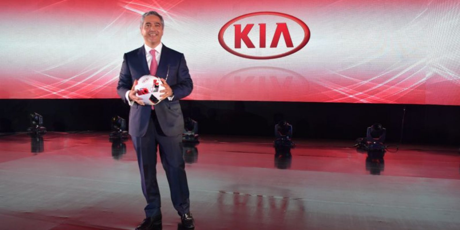 Horacio Chávez, director general de KIA Motors México Foto:Cecilia Arce
