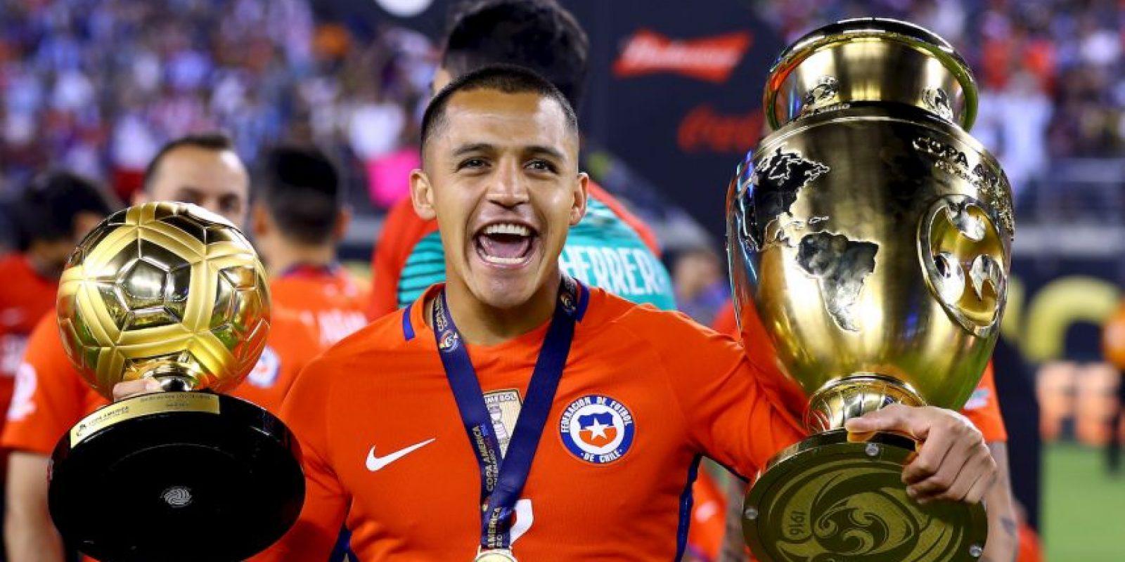 El chileno recibió una patada de Gabriel Mercado en el tobillo cuando recién comenzaba la final y aguantó hasta los 104 minutos Foto:Getty Images