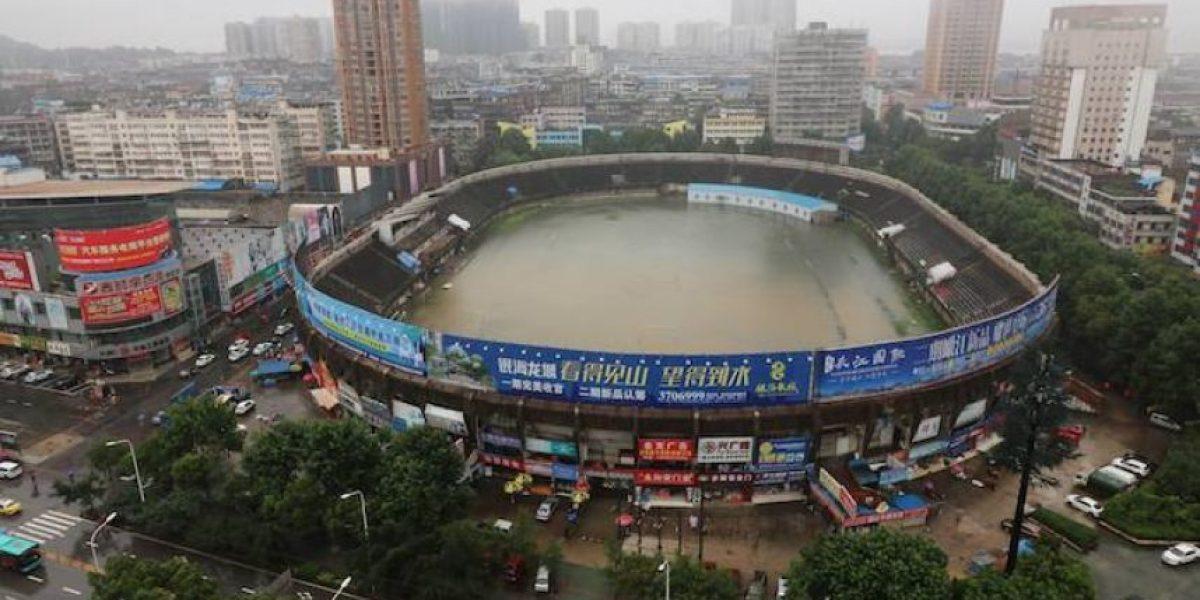 Estadio de futbol chino termina inundado por las torrenciales lluvias