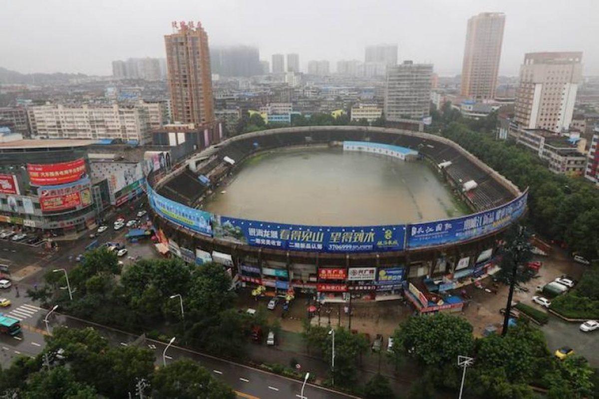 Estadio de futbol chino termina inundado por las torrenciales lluvias Foto:Facebook: CCTV News