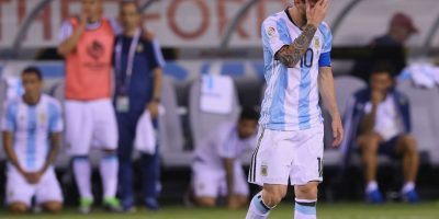 El trasandino envió su balón por sobre el horizontal Foto:Getty Images