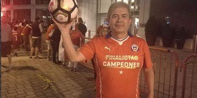 El chileno Pedro Vásquez se quedó con el balón que Lionel Messi envió a las gradas