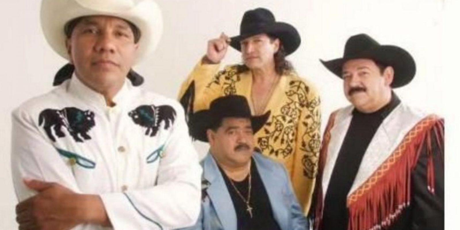 Lupe Esparza es el vocalista de la agrupación Foto:Vía twitter.com/broncoesbronco