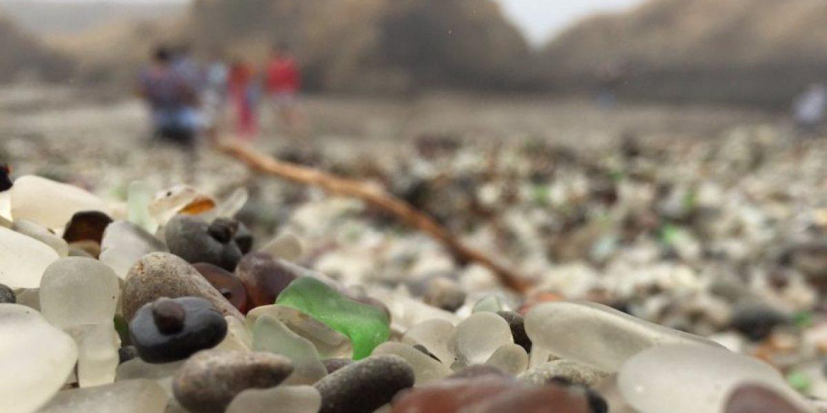 En esta playa la naturaleza convirtió la contaminación en arte