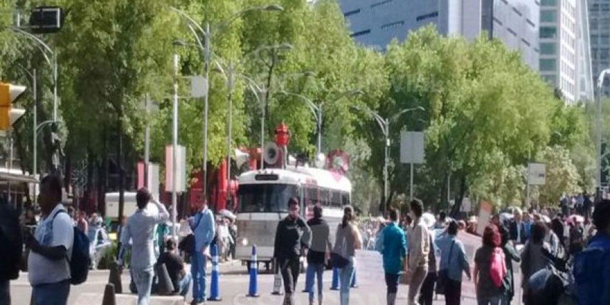 Granaderos impiden a CNTE llegar al Zócalo