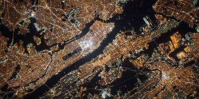 También compartió imágenes de cómo se ve de noche la Tierra Foto:NASA