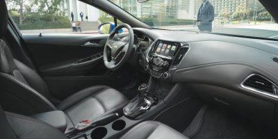 Un interior que presume elementos de calidad premium como tablero yconsola con recubrimientos suaves al tacto e impecables a la vista. Foto:Chevrolet