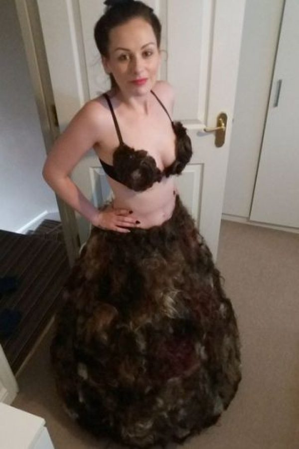 Mujer crea el primer vestido hecho con vello púbico Foto:Facebook/sarahlouisebryan